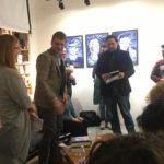 Mauro Falchetti il vincitore del Concorso sezione Ecumene. Mentre riceve il premio, un buono Amazon.